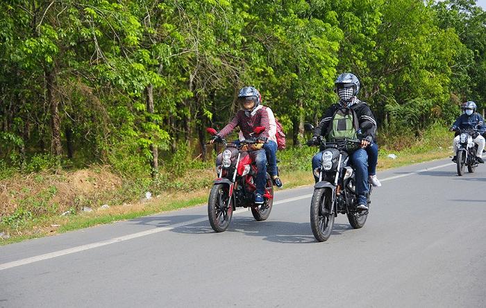 Di chuyển tới khu du lịch Thủy châu bằng xe máy