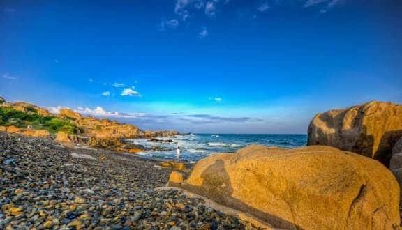 Điểm du lịch Biển Cổ Thạch và bãi đá 7 màu tại Bình Thuận