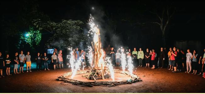 Đốt lửa trại tại khu du lịch sinh thái Cao Minh