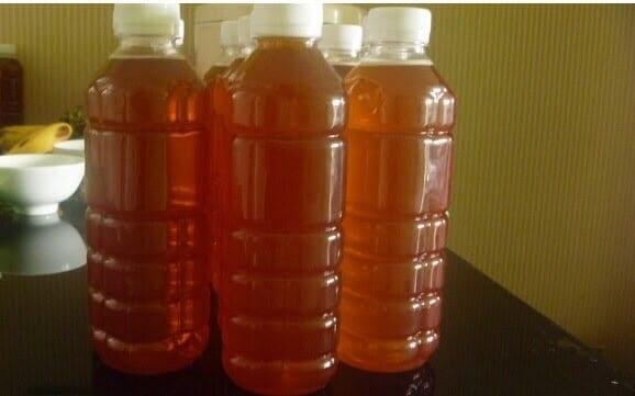 Dùng chai nhựa để bảo quản mật ong