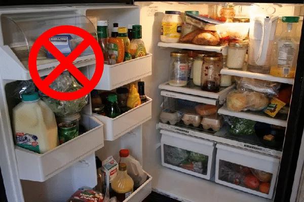 Để quá nhiều đồ sẽ ngăn cản dòng khí lạnh lưu thông, dẫn đến ôi thiu, nguy cơ ngộ độc thực phẩm