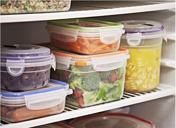 Tốt nhất bạn nên trữ thực phẩm trong các hộp đựng thức ăn có nắp