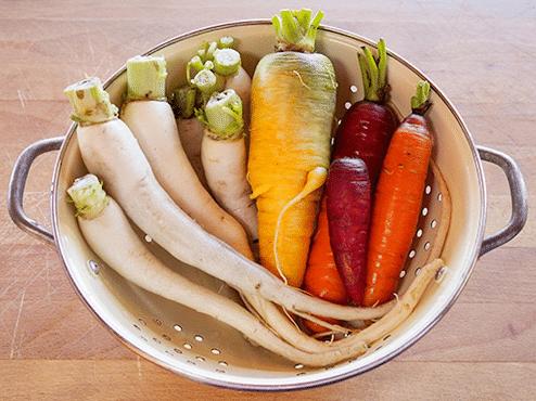 Chọn nguyên liệu tươi ngon trước khi thực hiện dưa món mặn