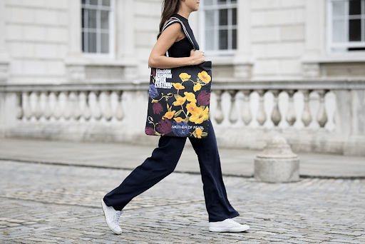 Tote Bag là mẫu túi dùng du lịch đẹp, cá tính