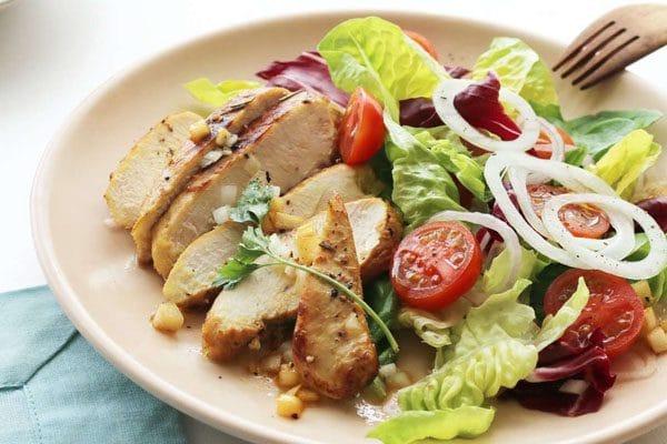 Giảm cân bằng món salad ức gà